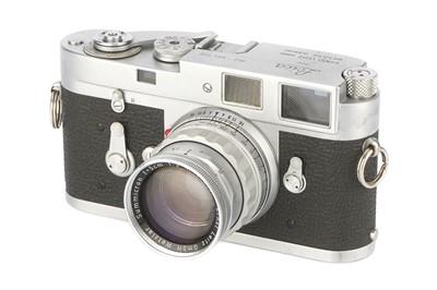Lot 48 - A Leica M2 Rangefinder Camera