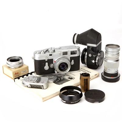 Lot 21 - A Leica M3 Rangefinder Camera