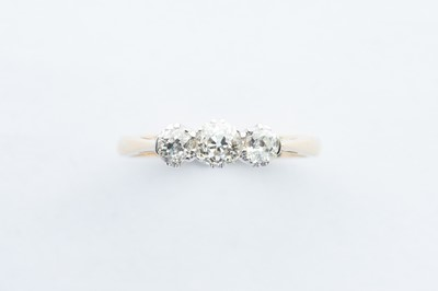 Lot 19 - A 18ct Yellow Gold & Platinum Three Stone Diamond Ring