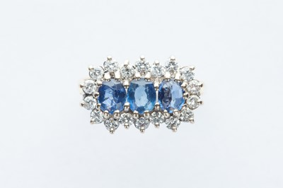 Lot 33 - A 18ct Yellow Gold Three Stone Sapphire & Diamond Cluster Ring