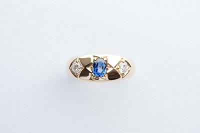 Lot 43 - A Gold Diamond & Saphire Ring