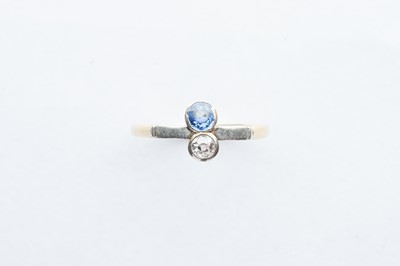 Lot 48 - A 18ct Gold Diamond & Sapphire Ring