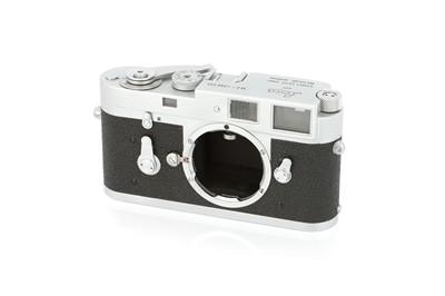 Lot 32 - A Leica M2 Rangefinder Body