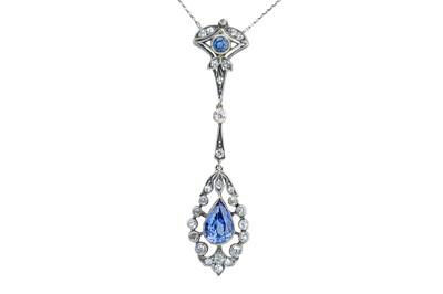 Lot 72 - A beautiful Belle Epoque sapphire and diamond pendant necklace
