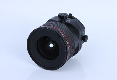 Lot 220 - A Canon TS-E L II f/3.5 24mm Lens