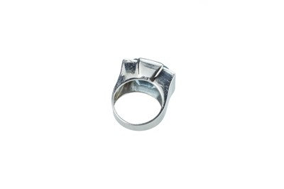Lot 10 - An Art Deco aquamarine and diamond dress ring.