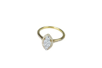 Lot 21 - A diamond cluster ring.