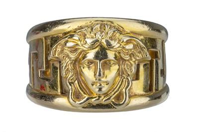 Lot 87 - VERSACE. An 18 carat gold band