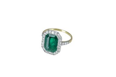 Lot 6 - An Edwardian emerald and diamond ring.