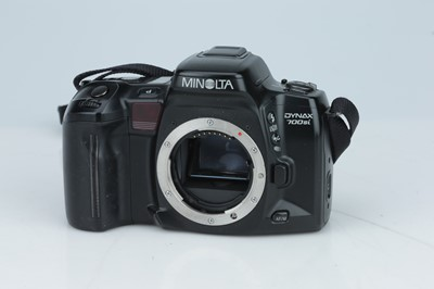Lot 147 - A Minolta Dynax 700si 35mm SLR Outfit